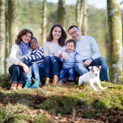Familie bilde ute i naturen